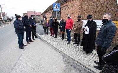Otwarcie nowego chodnika w Powidzku
